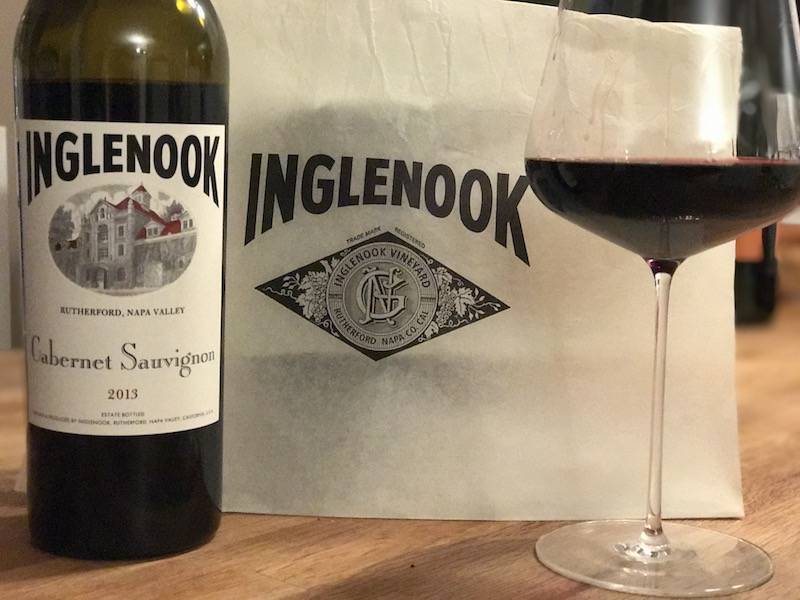 Der Inglenook Cabernet Sauvignon 2013 im Glas